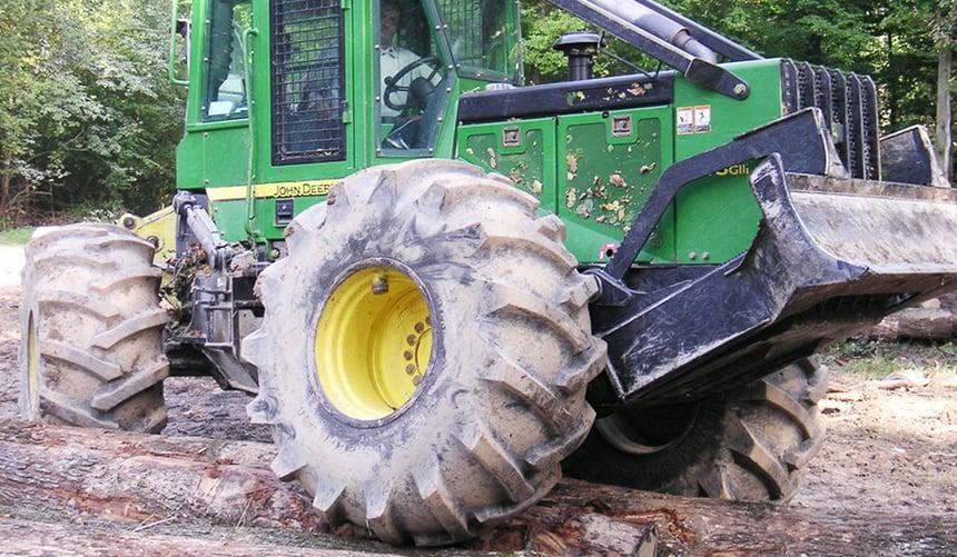 les pneus forestiers sont plus résistants
