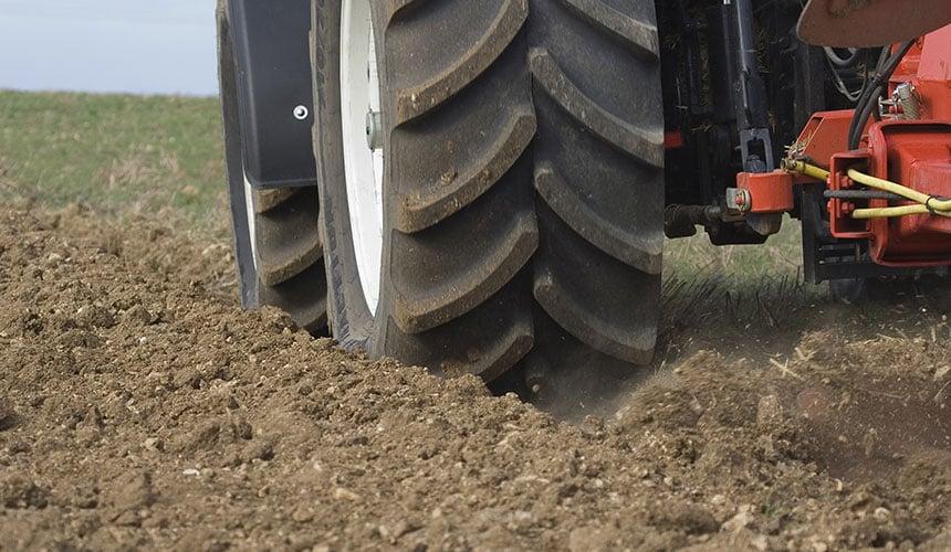 pneu large basse pression pour labourer