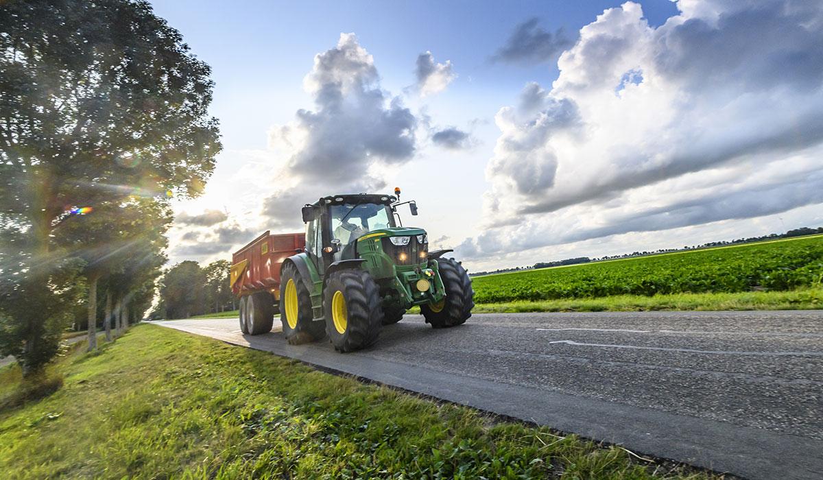 Quels sont les pneus agricoles adaptés pour la route